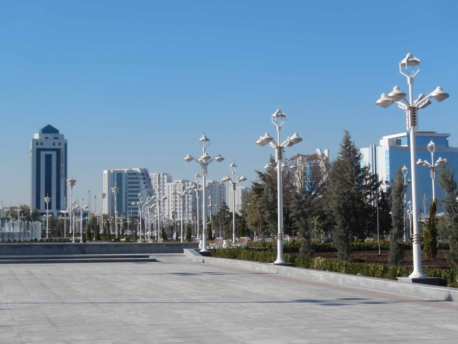 Turkmenistan runs out of food and money