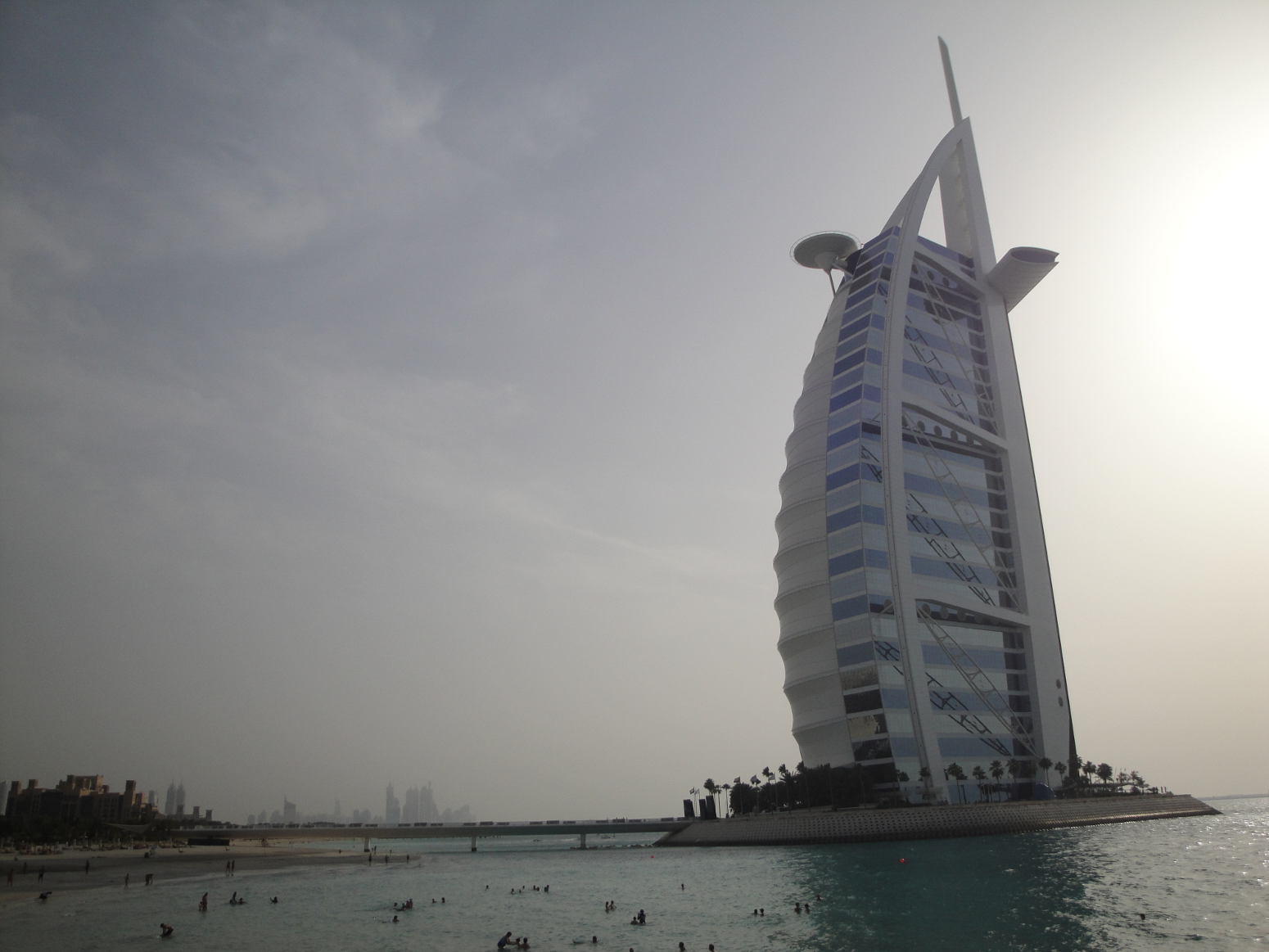 Expat life in the persian gulf eca international for Sail shaped hotel dubai