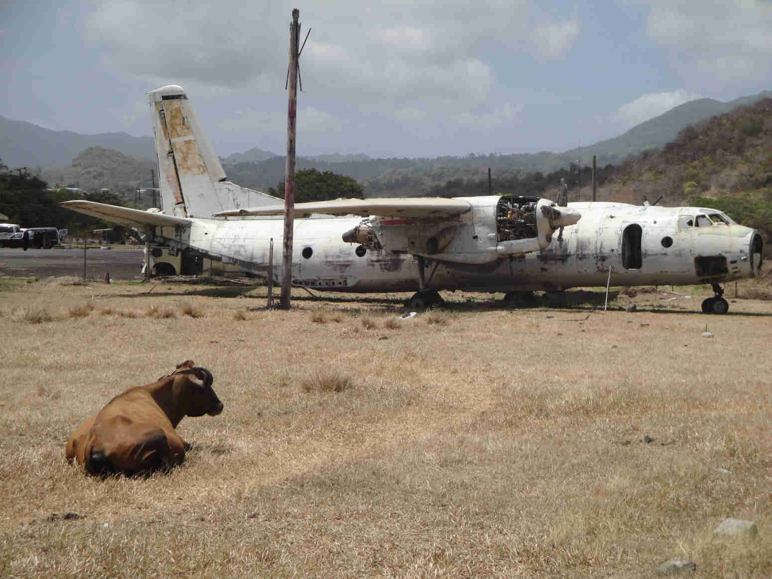 Derelict-plane-at-Grenada-s-abandoned-Pearls-Airport